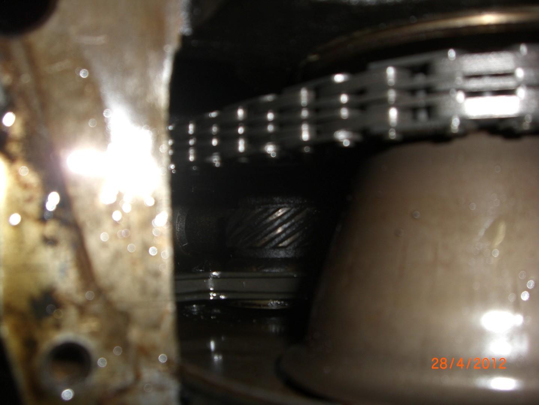 2012_04_28 vervangen front main seal bearing foto 1.JPG