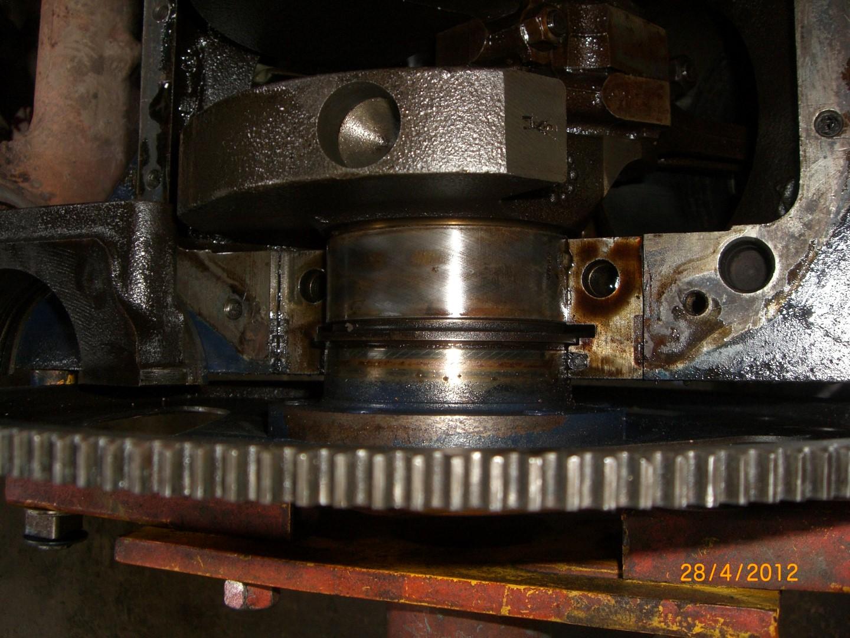 2012_04_28 vervangen rear main seal bearing foto 4.JPG