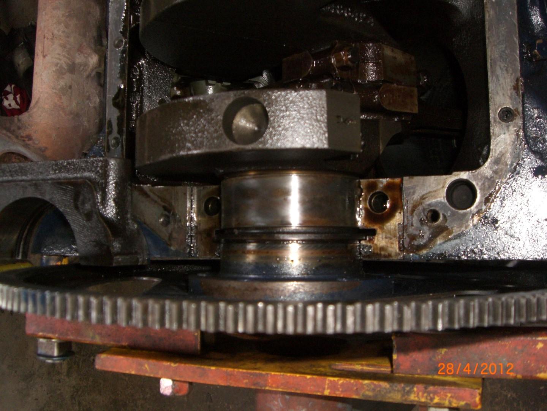 2012_04_28 vervangen rear main seal bearing foto 5.JPG