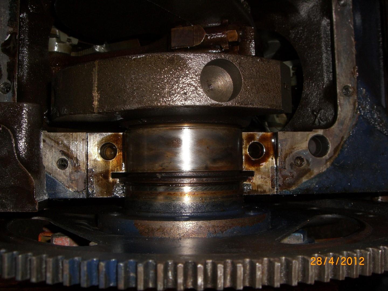 2012_04_28 vervangen rear main seal bearing foto 6.JPG