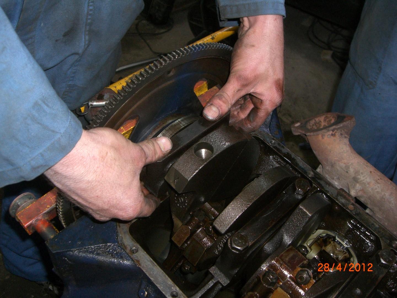 2012_04_28 vervangen rear main seal bearing foto 7.JPG