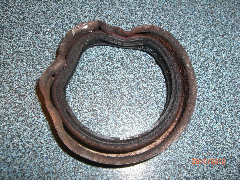 2012_05_29 oude front main seal bearing.JPG