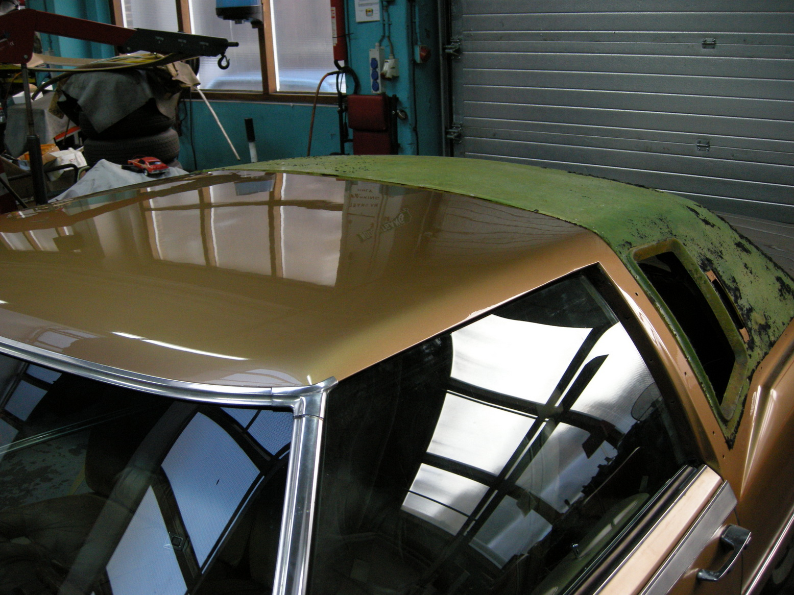 20101209 1977 cadillac eldorado biarritz roof nearly done 06