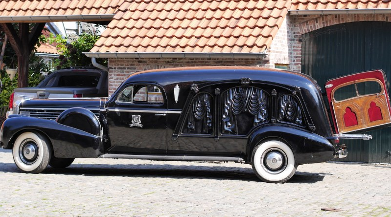 1938 S&S Carved panel Damascus Hearse.png