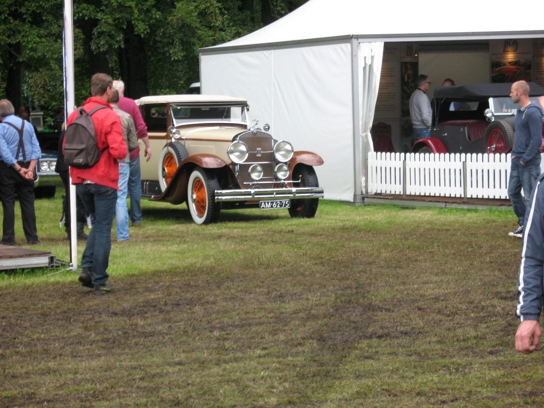1928 conv bij Cadillac stand.JPG