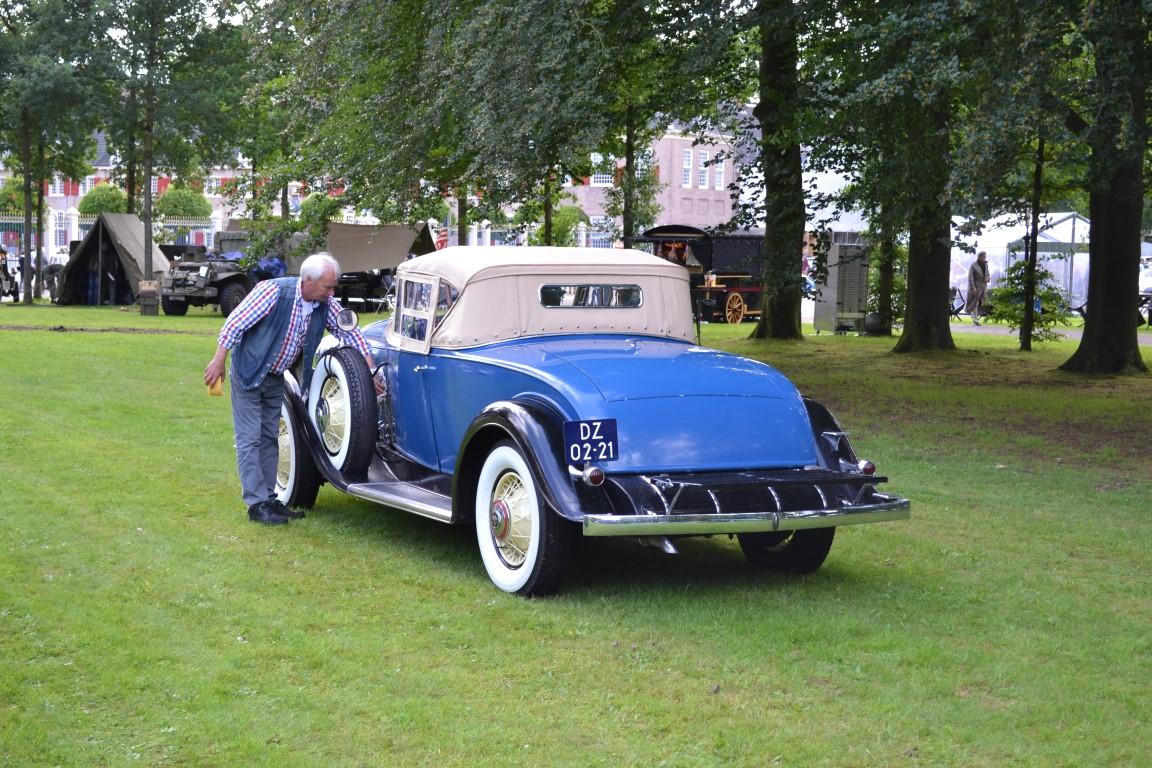 1931 Cadillac met Michael van der Zalm.JPG