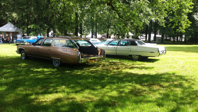 Fleetwood Wagon 1975 en Fleetwood 1973.jpg