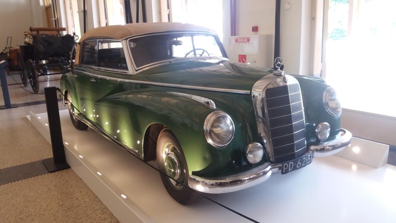 Mercedes 1953 opvolger van Cadillac voor Wilhelmina.jpg