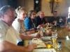 Eten bij de Pettelaar in Den Bosch, rechts organisator Willem Bol en zijn vrouw Bea.jpg