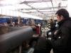 De kas biedt veel plaats voor het restauratie object en de legervoertuigen.JPG